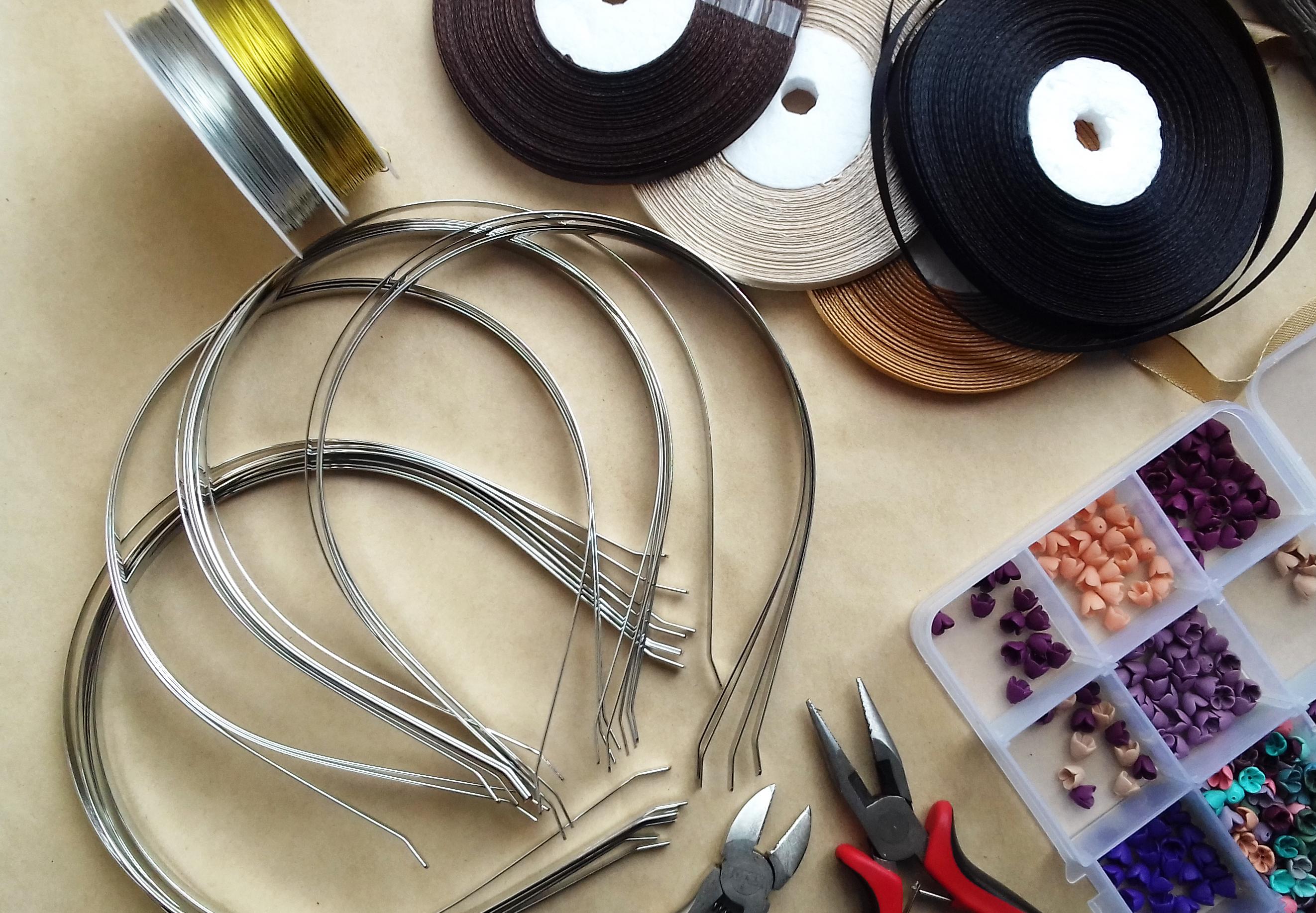 Обручи, металлическая проволока и плоскогубцы из нашего магазина